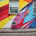 Nebojte sa hravých farieb! 6 inšpirácii na originálne farebné fasády